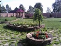 Подпорная стенка - основа для цветников